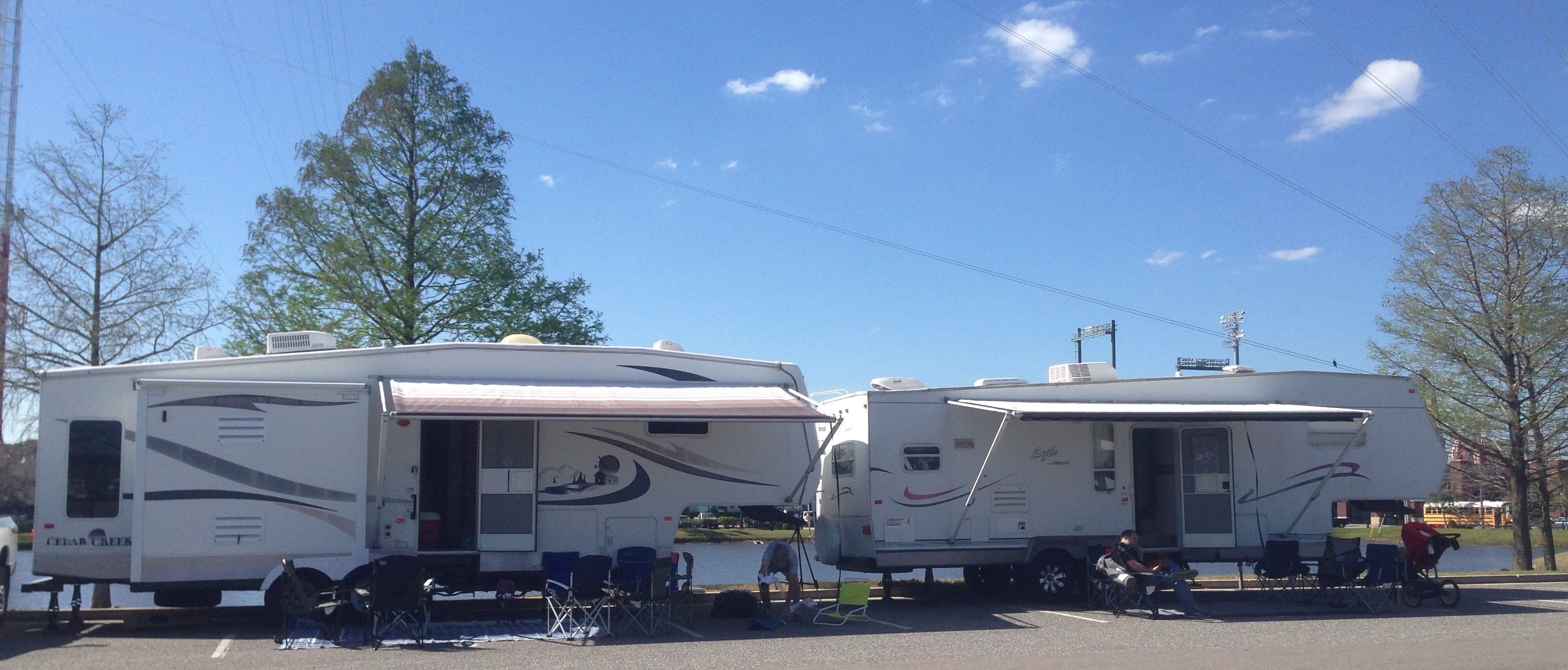 camper/rvs at the Gate River Run